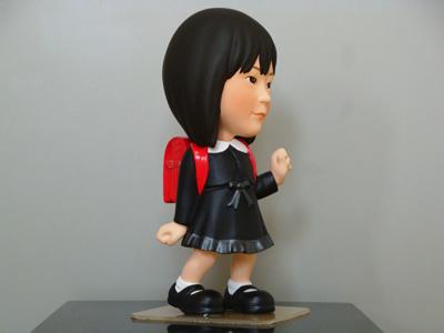 お子様フォーマル衣装そっくり人形 側面